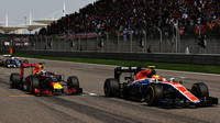 Daniel Ricciardo a Rio Harjanto v závodě v Číně
