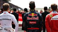 Nico Rosberg, Daniel Ricciardo a Sebastian Vettel před závodem v Číně