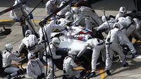 Valtteri Bottas při zastávce v boxech v závodě v Číně