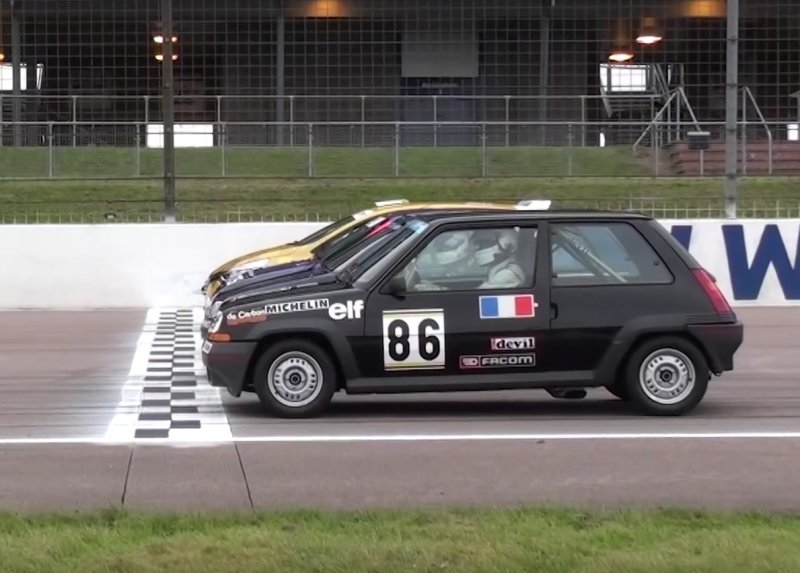 souboj ostrých Renaultů