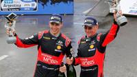 Novozélandská dvojice v cíli slaví skvělý výkon i výsledek