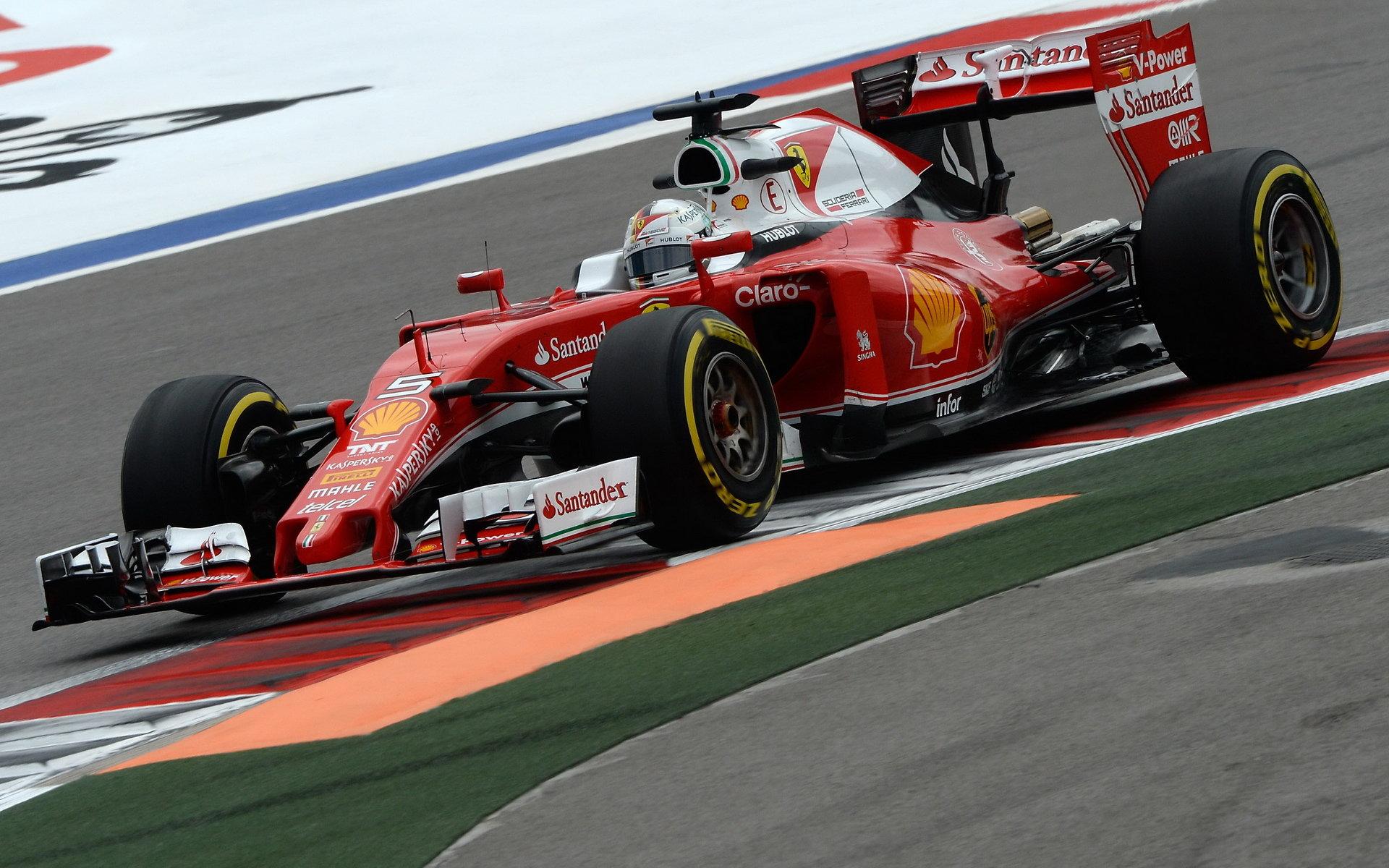 Vettel dostává penalizaci. Jak hodnotí dnešní den piloti Ferrari? - anotační foto