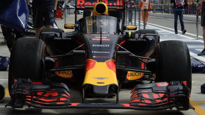 Red Bull RB12 - Renault s řešením Aeroscreen v Soči