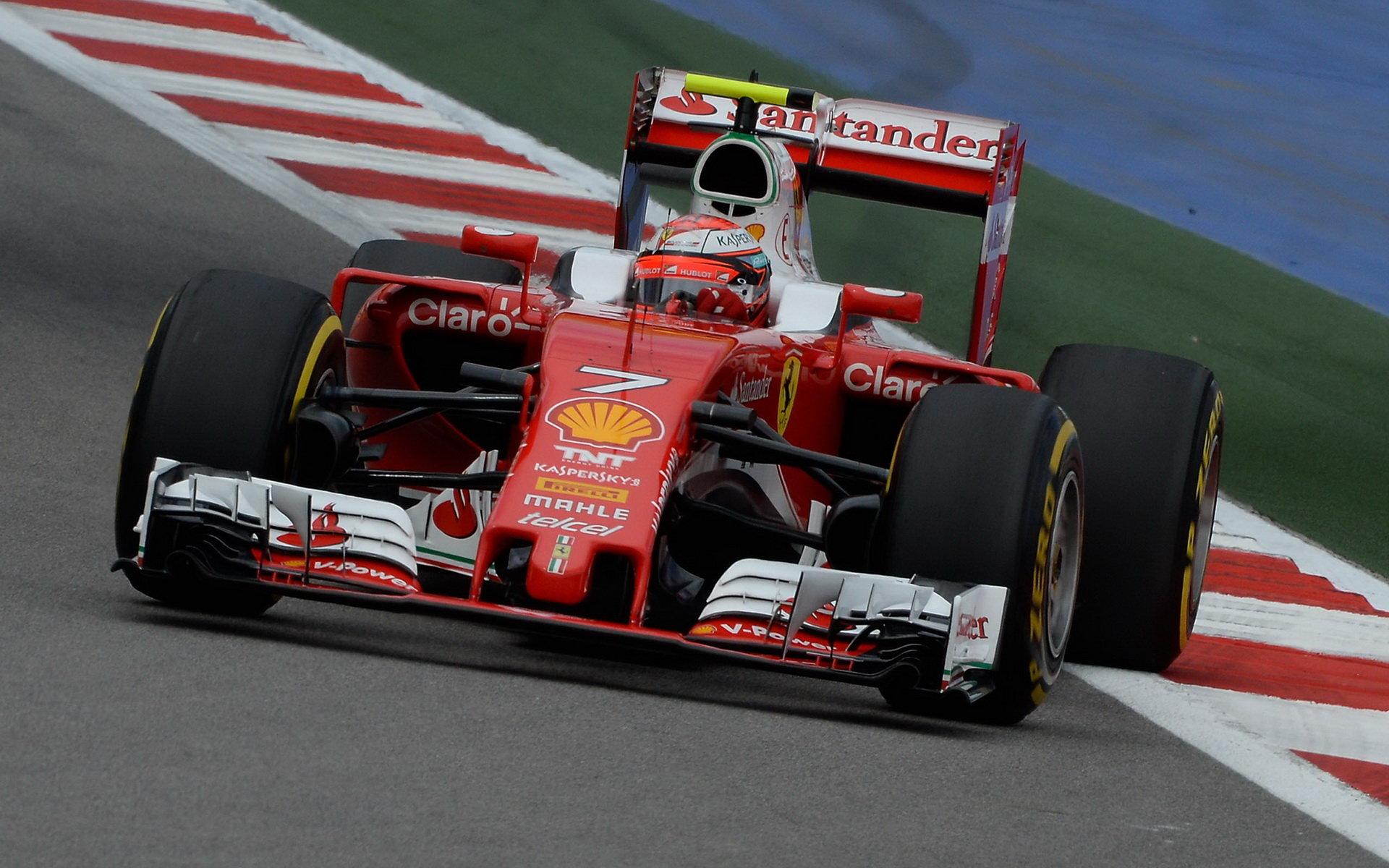 Kimi Räikkönen při kvalifikaci v Soči