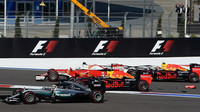 Kvjat se telefonicky omluvil Vettelovi za způsobenou nehodu - anotační obrázek
