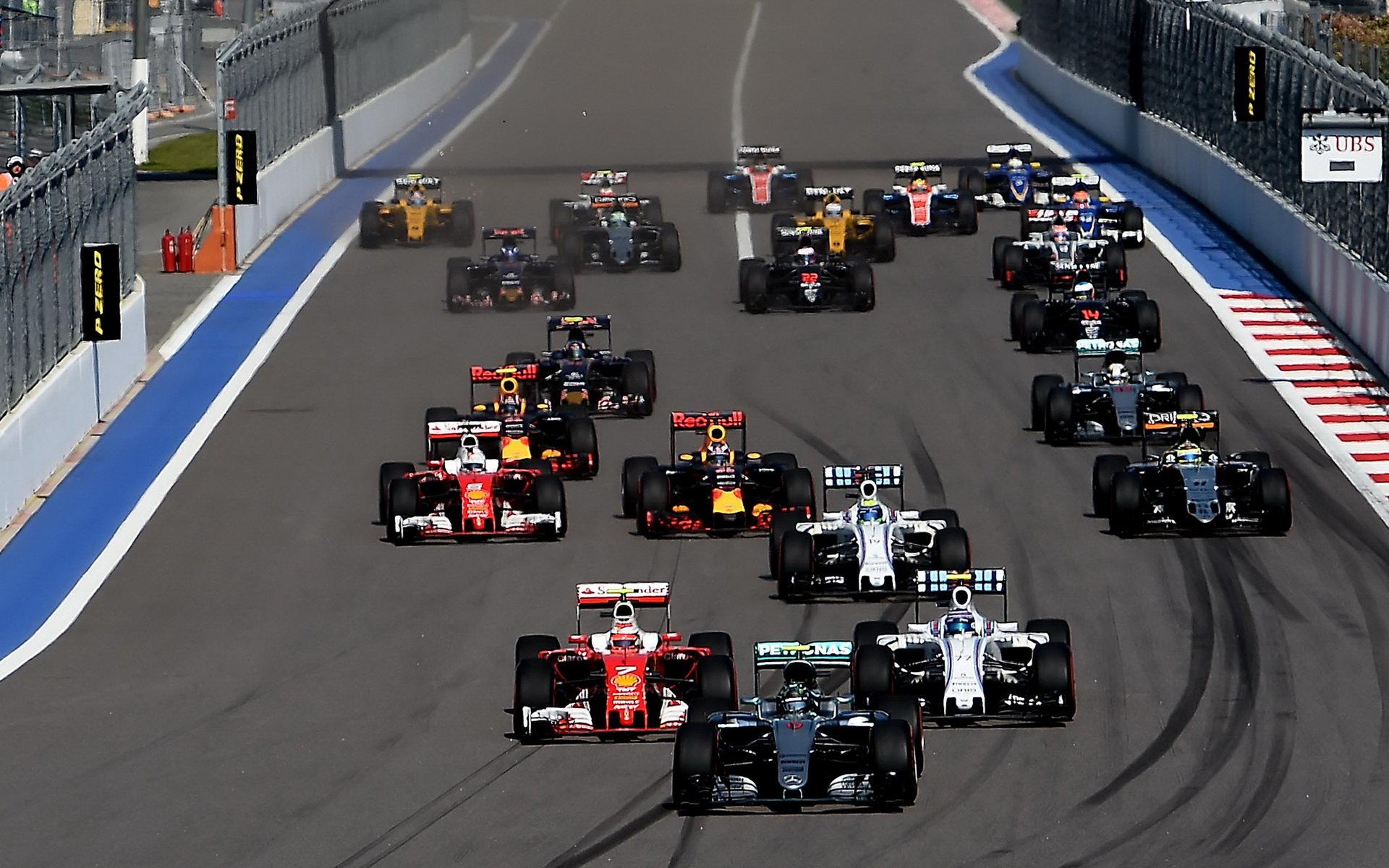 Souboje týmových kolegů: Rosberg dál ujíždí, první úspěchy Alonsa a Magnussena - anotační foto