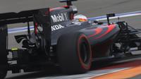 McLaren: Šetření paliva nás stálo 50 sekund, jinak bychom mohli bojovat s Williamsy - anotační obrázek