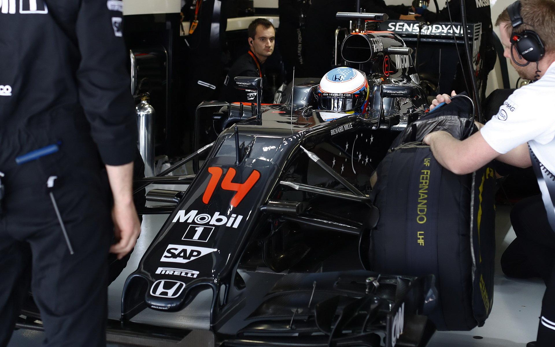 Alonso si přeje více výkonu v kvalifikaci, chce končit v první pětce - anotační foto