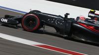 Jenson Button při závodě v Soči