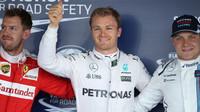 Sebastian Vettel, Nico Rosberg a Valtteri Bottas po kvalifikaci v Soči