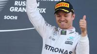 Nico Rosberg na stupních vítězů v Soči