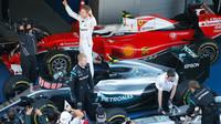 Nico Rosberg se raduje z vítězství po závodě v Soči