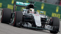 Lewis Hamilton při závodě v Soči