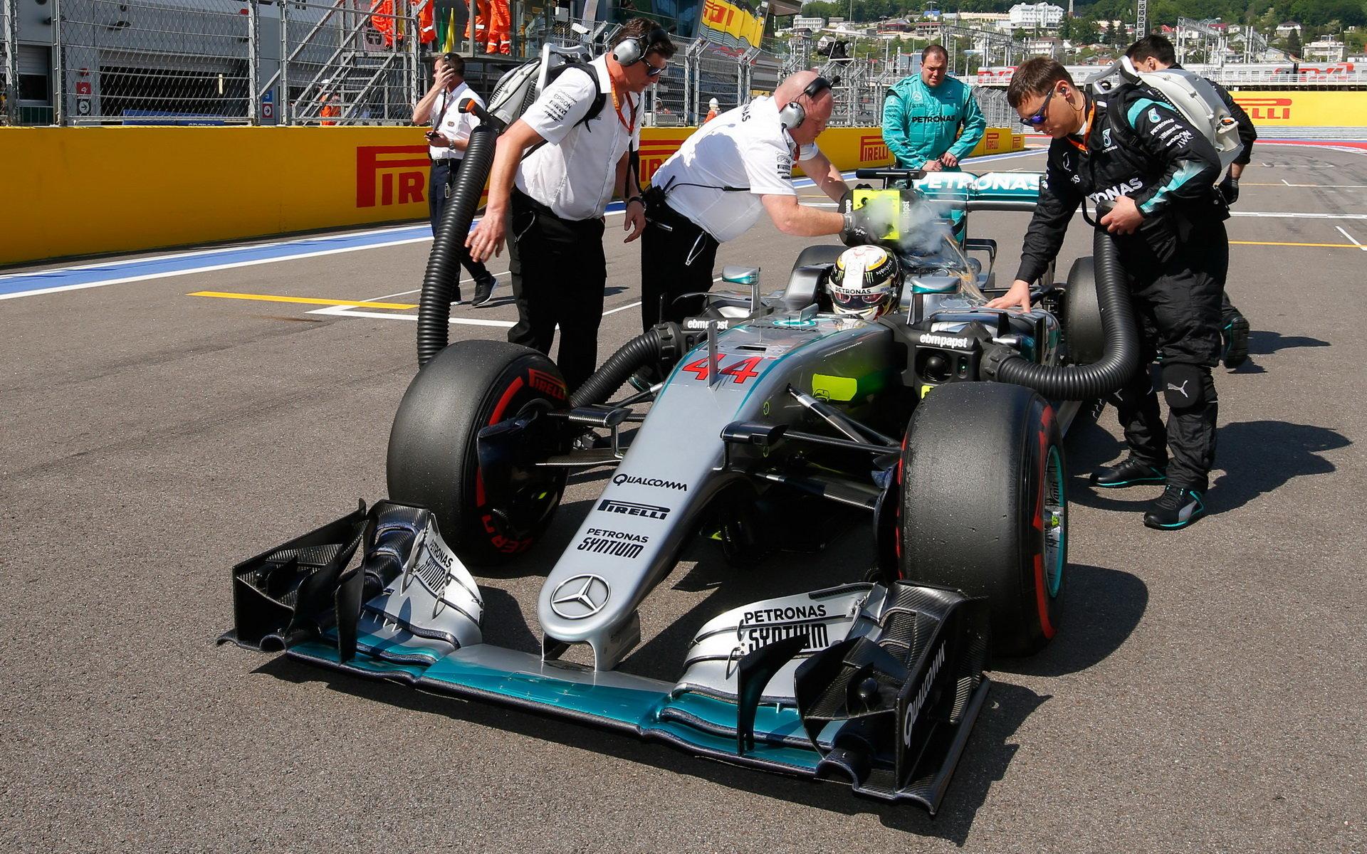 Konspirační teorie kolem Hamiltona, které Mercedes důrazně odmítá - anotační foto