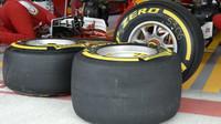 Pneumatiky pro Ferrari při kvalifikaci v Soči
