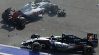 Nehoda Ria Harjanta a Nica Hülkenberga po startu závodu v Soči