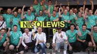 Radost z vítězství týmu Mercedes po závodě v Soči