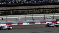 Valtteri Bottas a Felipe Massa při závodě v Soči
