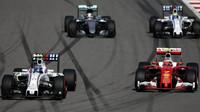 Valtteri Bottas a Kimi Räikkönen při závodě v Soči