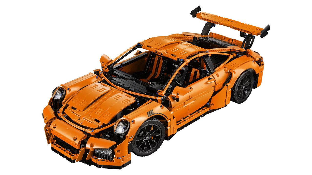 Lego si vyhrálo s Porsche 911 GT3 RS, má funkční motor i převodovku - anotační foto