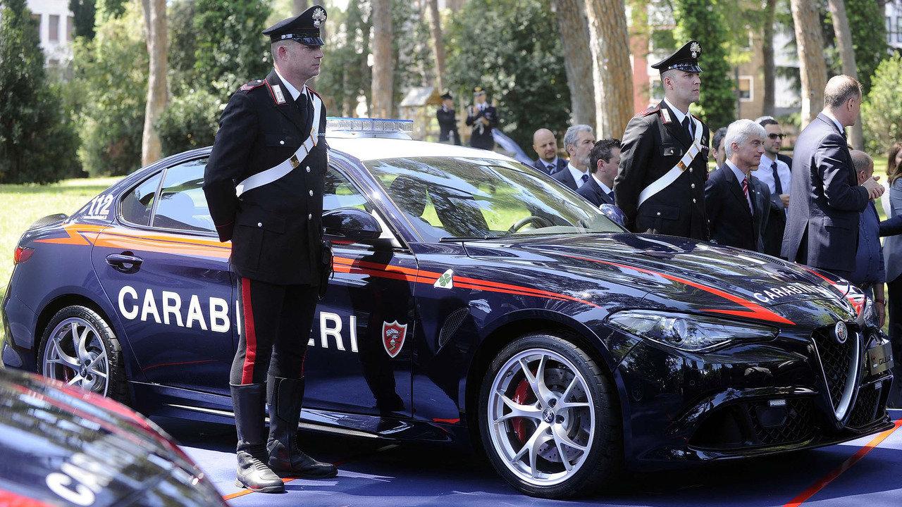 Italská policie dostala dvě ostré Alfy Romeo Giulia QV. Mají 510 koní - anotační foto