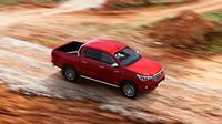Základem obrněného vozu se stal nezničitelný pick-up Toyota Hilux