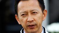 Hasegawa se pilotům McLarenu omluvil za potíže