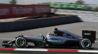 Lewis Hamilton při tréninku v Barceloně