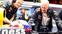 Max Verstappen a Helmut Marko při tréninku v Barceloně