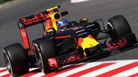 Famózní Verstappen vyhrál před Räikkönenem, Mercedesy se vyřadily v prvním kole - anotační foto