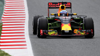 Daniel Ricciardo s flowisem při tréninku v Barceloně