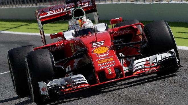 Sebastian Vettel během kvalifikace v Barceloně