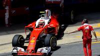 Kimi Räikkönen při kvalifikaci v Barceloně