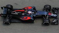 Jenson Button při tréninku v Barceloně
