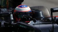 Jenson Button při kvalifikaci v Barceloně