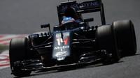 Fernando Alonso při kvalifikaci v Barceloně