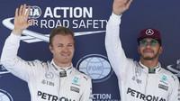 Nico Rosberg a Lewis Hamilton po kvalifikaci v Barceloně