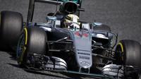 Lewis Hamilton při kvalifikaci v Barceloně