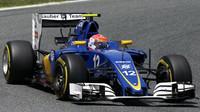 Felipe Nasr při kvalifikaci v Barceloně