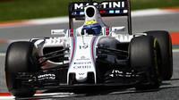 Felipe Massa při kvalifikaci v Barceloně