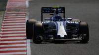 Valtteri Bottas při kvalifikaci v Barceloně