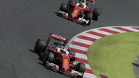 Sebastian Vettel a Kimi Räikkönen v závodě v Barceloně