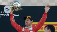 Sebastian Vettel na pódiu v Barceloně
