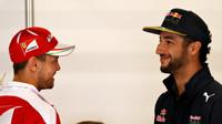 Sebastian Vettel a Daniel Ricciardo v Barceloně