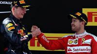 Max Verstappen a Sebastian Vettel na pódiu v Barceloně