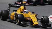 Kevin Magnussen v závodě v Barceloně