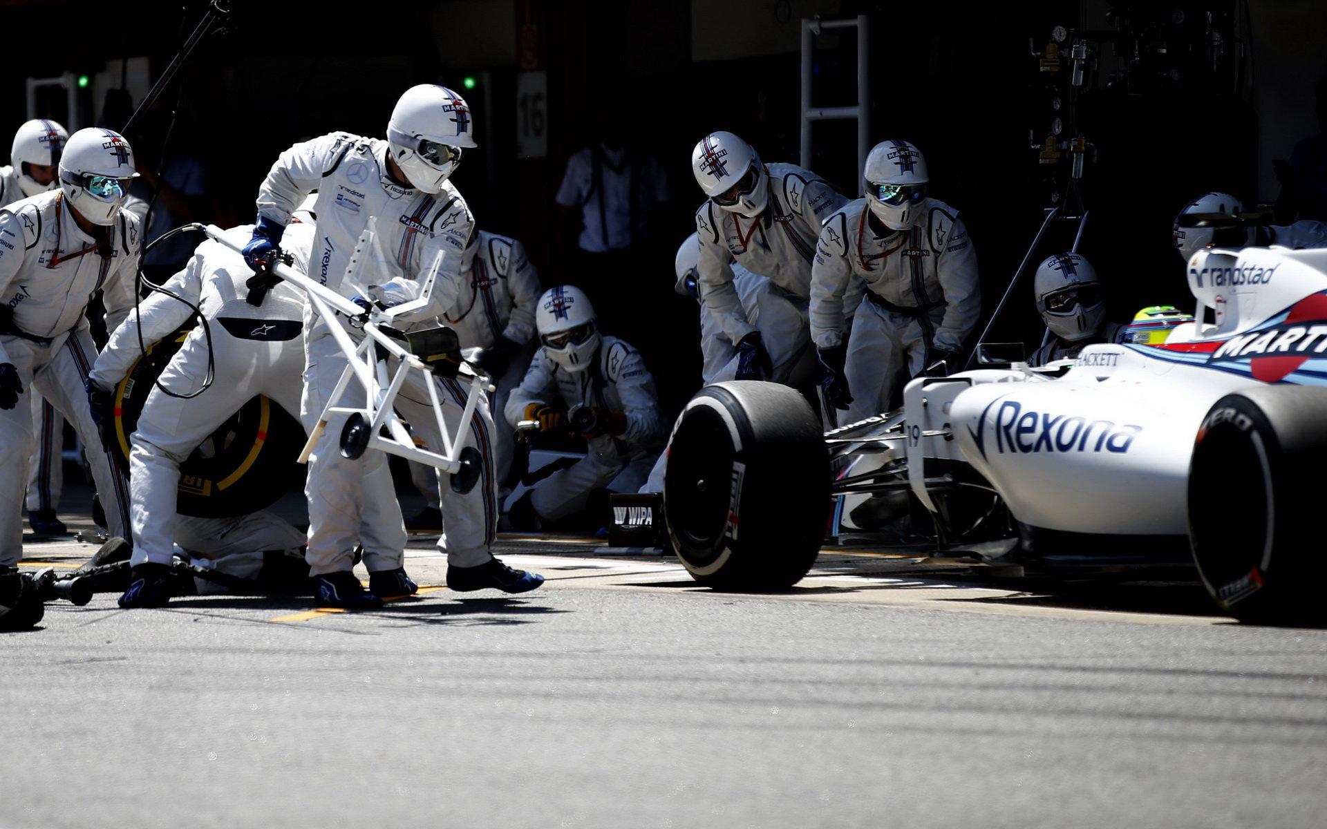 ZASTÁVKY V BOXECH A STRATEGIE: Williams opět rychlejší než Mercedes - anotační obrázek