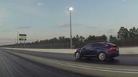 Závod mezi Teslou Model X proti McLarenu 650S