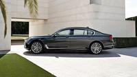 VIDEO: Dá se s BMW řady 7 přejet na dálku člověk? Tuhle otázku řešili v Japonsku - anotační obrázek