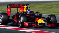 Max Verstappen při mezisezónních testech v Barceloně